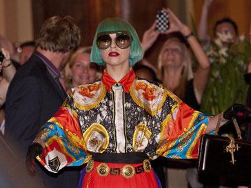 Леди ГаГа (Lady GaGa) подвинули музыканты из Arctick Monkeys