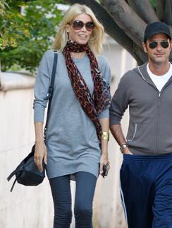 Клаудия Шиффер (Claudia Schiffer) знает, как носить уютные свитера