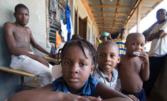 Американцы усыновили почти тысячу детей с Гаити