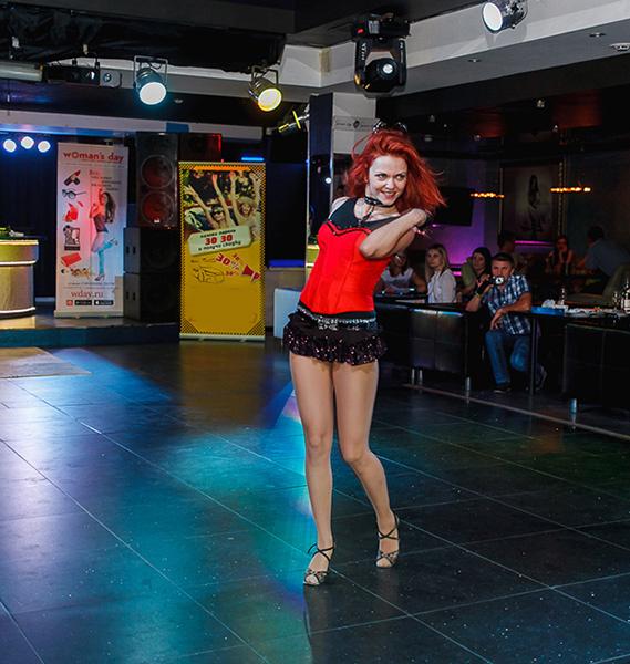 Сексуальные движения на танцполе