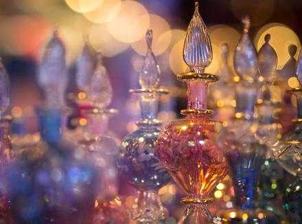 Ода к радости: как парфюмеры придумывают названия ароматов