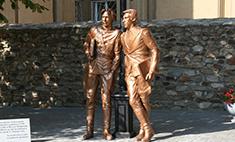 Волгоградские опера открыли памятник Жеглову и Шарапову