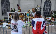 Фанаты Майкла Джексона оставили признания на могиле певца