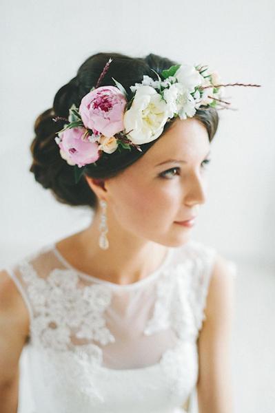 Как украсить цветами свадебную прическу?   галерея [1] фото [5]