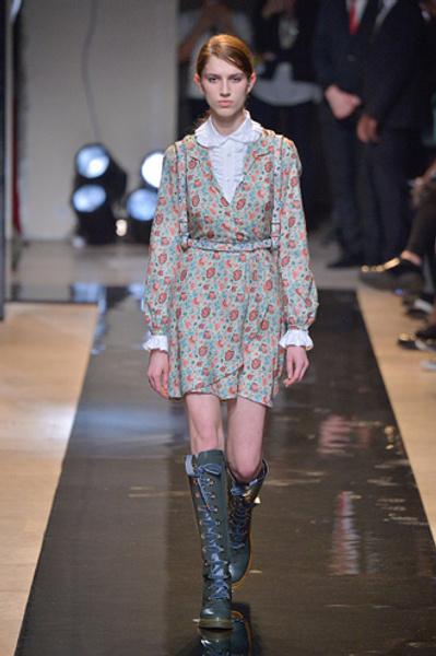 Неделя моды в Париже: показы Alexander McQueen и Paul & Joe ready-to-wear осень — зима 2015-2016   галерея [2] фото [12]