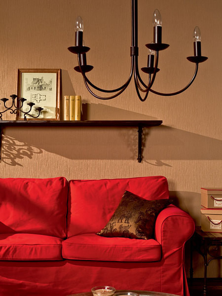 Диван «Экторп» (ИКЕА), 14 990 руб. Подушка (Comptoir de Famille), 1 700 руб., «Интерьерная лавка».