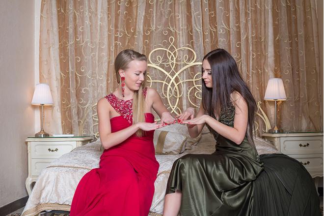 Девушки в вечерних платьях фото