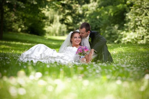 Как зашнуровать свадебный наряд