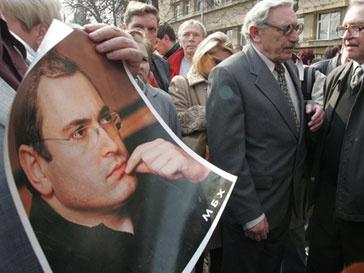 Суд вынес обвинительный приговор Михаилу Ходорковскому и Платону Лебедеву