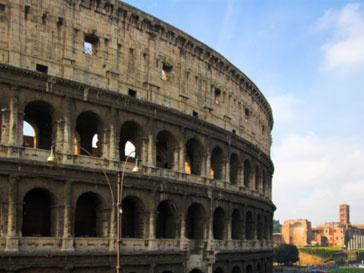Власти Италии отдали право реставрации Колизея частному лицу