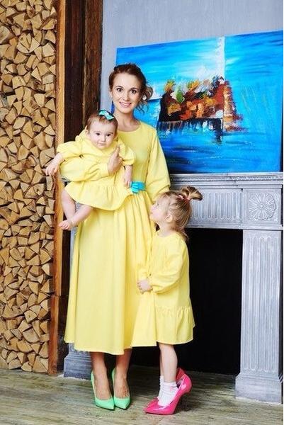 Платье для мамы - 6300 р.; платье для дочки - 2100 р.