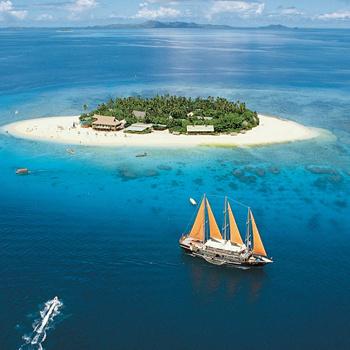За историями о несметных сокровищах и кровожадных пиратах нужно ехать на архипелаг Фиджи, пропитаннный романтикой 19 столетия.
