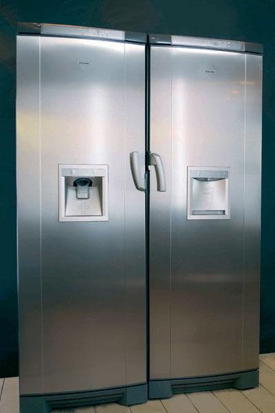 Холодильник Source и морозильник Glacier (Electrolux), 55 000 и 58 000 руб. Они могут быть установлены рядом как единый «холодильно-морозильный» комплекс.