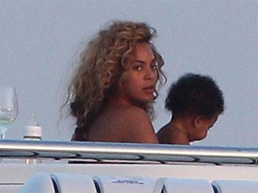 Бейонсе (Beyonce) и Блю Айви совершили морское путешествие.