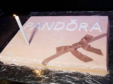 Бренд украшений Pandora отпраздновал свой первый день рождения в России
