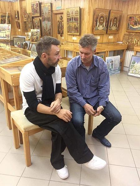 Сергей Шнуров и Евгений Ройзман в музее Невьянской иконы, фото