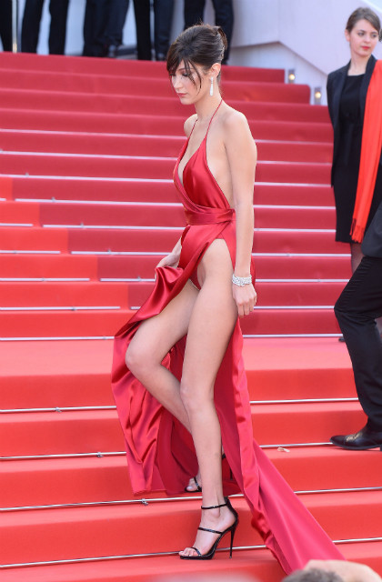 Красное платье беллы хадид