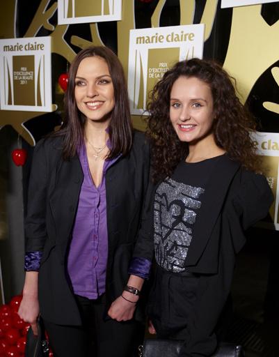 Певица Надя Ручка с подругой