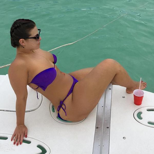 Модель Plus Эшли Грэм хвастается фигурой в бикини