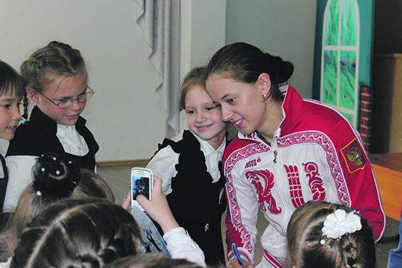 Ольга на встрече с учениками новосибирской гимназии №13