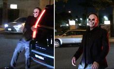 Пьяного Бена Аффлека подловили шатающимся по улице в маске черепа (видео)