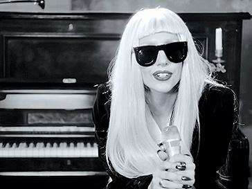 Леди ГаГа (Lady GaGa) потчила память маленького фаната
