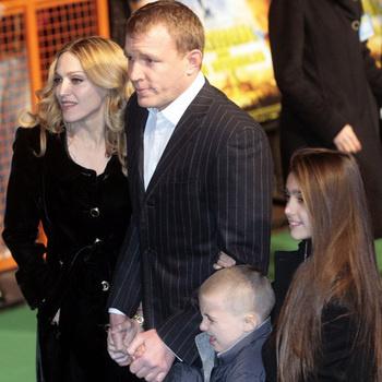 Мадонна, Гай Ричи, Лурдес и Рокко на премьере в 2007 году