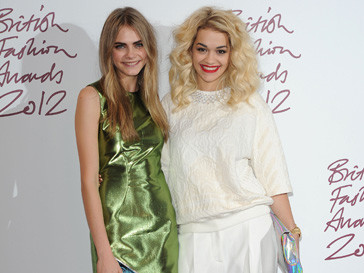 Кара Делавинь (Kara Delavingne) и Рита Ора (Rita Ora) на British Fashion Awards 2012