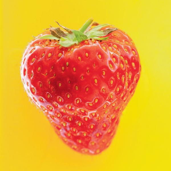 Клубника. Содержит вещества, предотвращающие окисление холестерина.