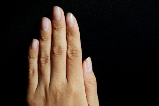 что значат полоски на ногтях