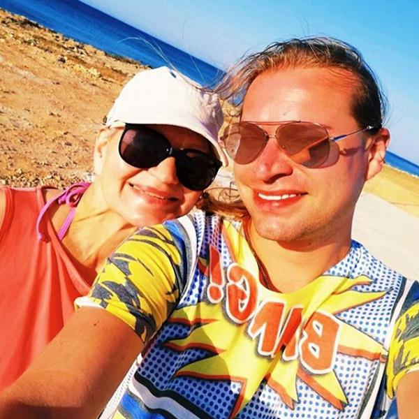 Медовый месяц: Гоген Солнцев выложил общее фото с72-летней супругой