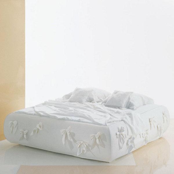 Кровать Partner выглядит как соблазнительный пеньюар