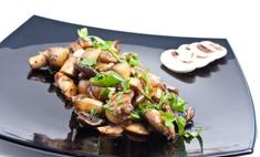 Рецепт приготовления салата с жареными шампиньонами