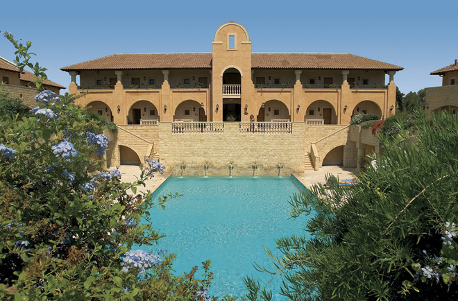 В отеле есть приватная территория – это вилла на несколько номеров с отдельным садом и бассейном.