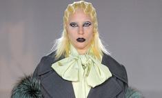 Леди Дракула: Гага вышла на подиум и всех напугала
