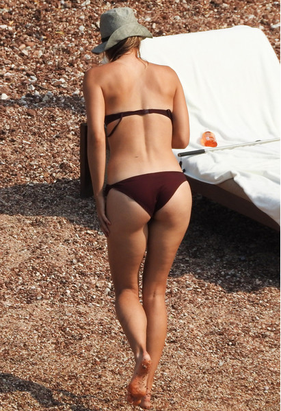 Мария Шарапова на пляже в Черногории