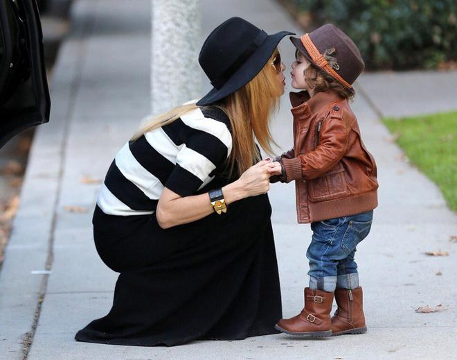 Модная стильная мама