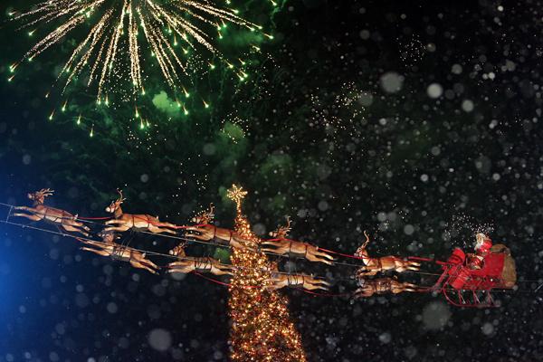 Красивая новогодняя елка 2015 фото - Woman's Day: http://www.wday.ru/stil-zhizny/vibor-redakcii/zima-v-gorode-15-samyih-krasivyih-elok-evropyi-i-ssha/4/