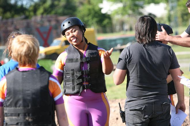 Корнелия Манго поднимает настроение своей команде.