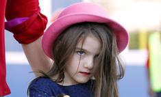 Пятилетняя дочь Кэти Холмс пользуется косметикой