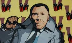 Пермячка подарила Шнурову его портрет из фанеры