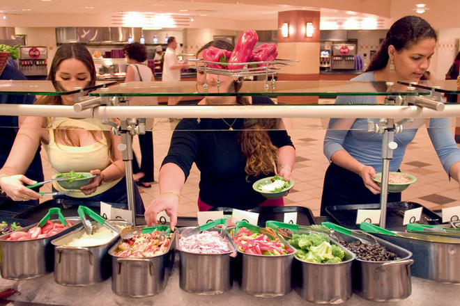 Веганские и вегетарианские блюда в Америке сейчас готовят даже в обычных университетских кафетериях.
