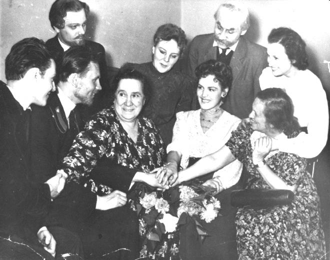 С Верой Пашенной и однокурсниками
