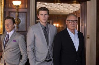 "Лиам Хемсворт (Liam Hemsworth), Гэри Олдман (Gary Oldman),  Харрисон Форд ( Harrison Ford) в фильме ""Паранойа"""