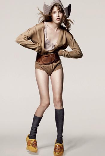 Nanou, агентство Women. Из Бельгии. Любит придумывать наряды и аксессуары для своих друзей.