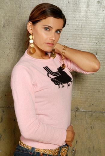 Стильная розовая футболка