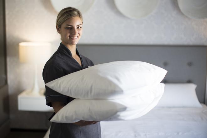 как чистить подушки