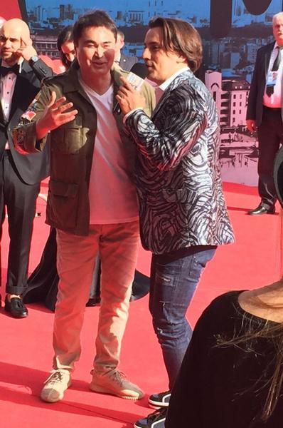 Максим Галкин примерил узкие джинсы на премии Муз-ТВ 2016