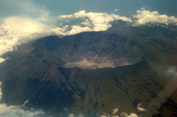 Вулкан Тамбора на острове Сумбава в Индонезии, фото