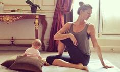 Жизель Бундхен приучает годовалую дочь к йоге